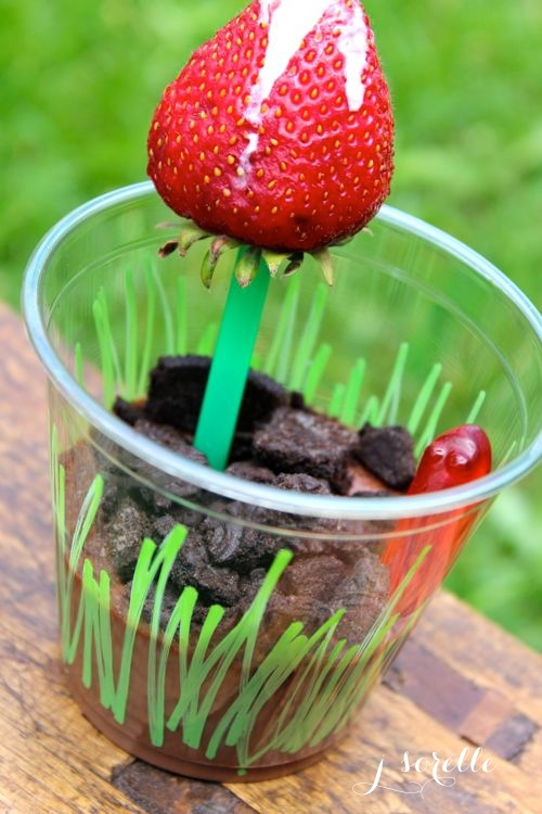 chocolate mousse worm pudding for kids