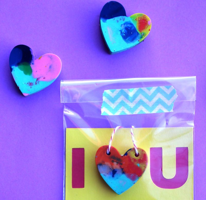 dig-valentine-necklace-heart-crayon-washi tape