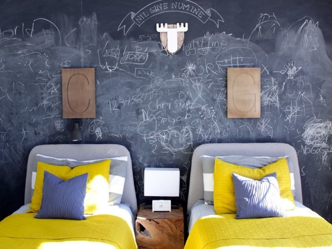 chalkboard-wall-kids-room-diy-chalk-yellow-grey-room