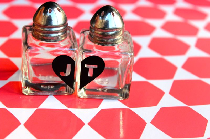 salt-pepper-shaker-gift-heart-initial-valentine-diy-hostess