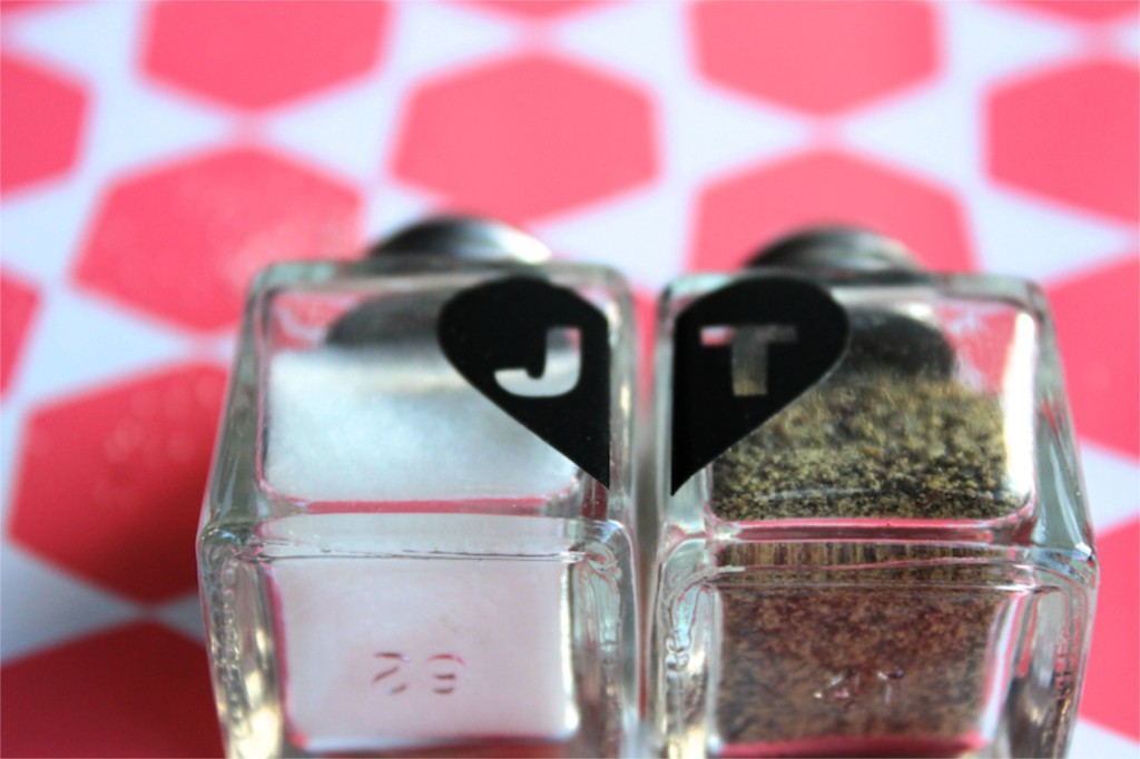 valentine-diy-salt-pepper-shaker-gift-hostess-initial-heart