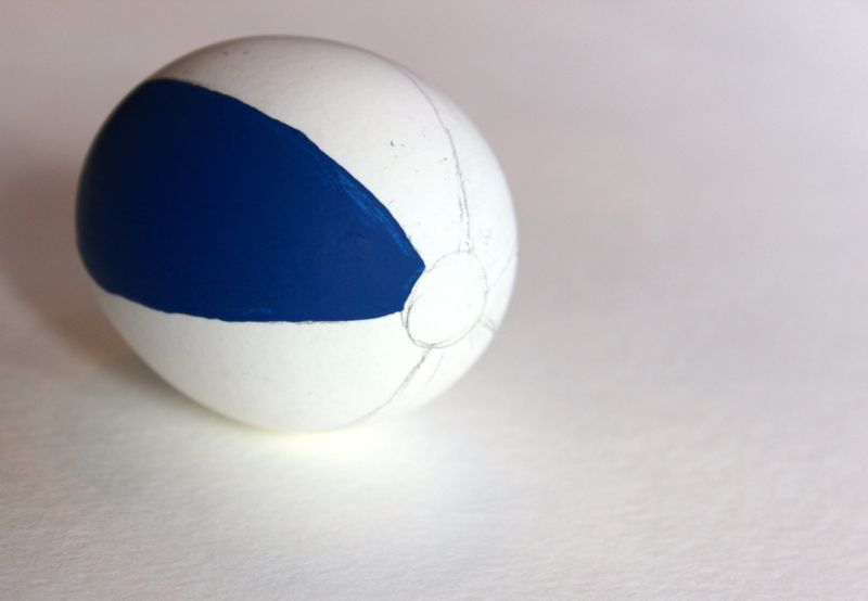 beach ball-easter-eggs-diy-red-yellow-blue-sand