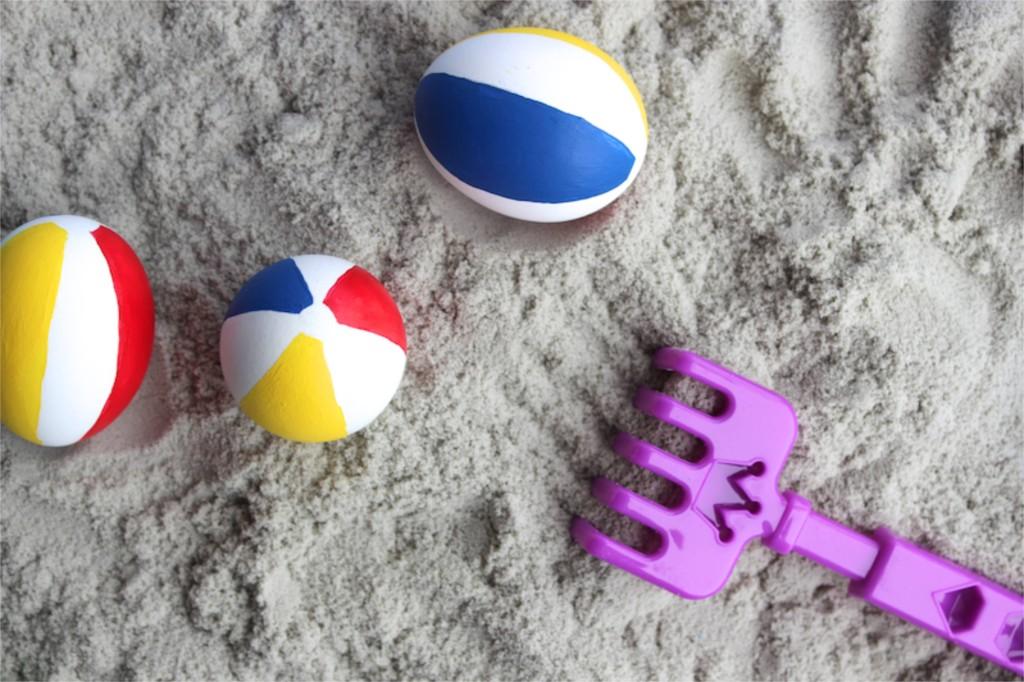 beach ball-easter-eggs-diy-red-yellow-blue