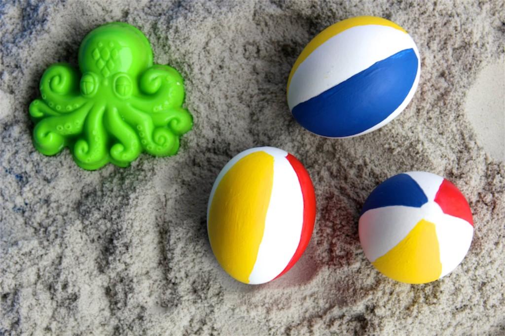 beach balls-diy-easter-eggs-red-yellow-blue