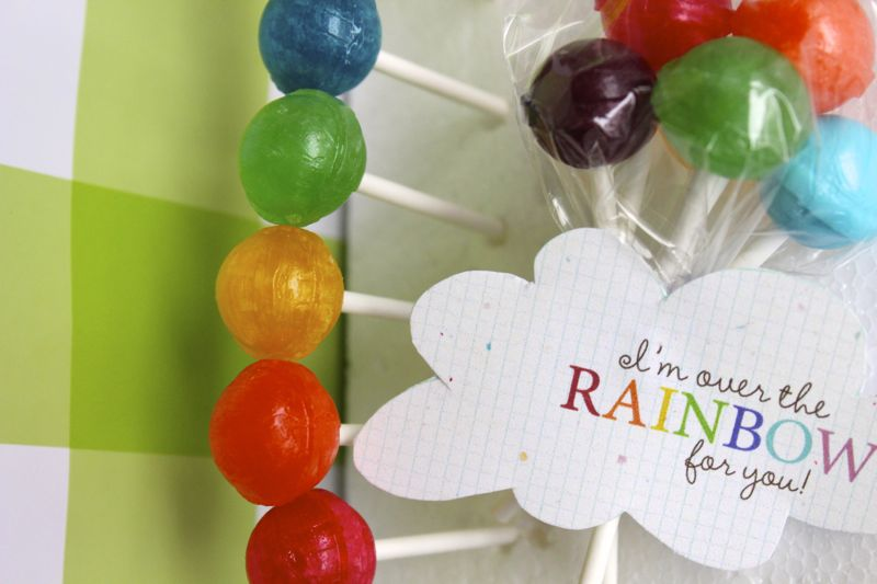 diy-rainbow-dumdumpops-color-red-blue-green-balloons-stpattysday