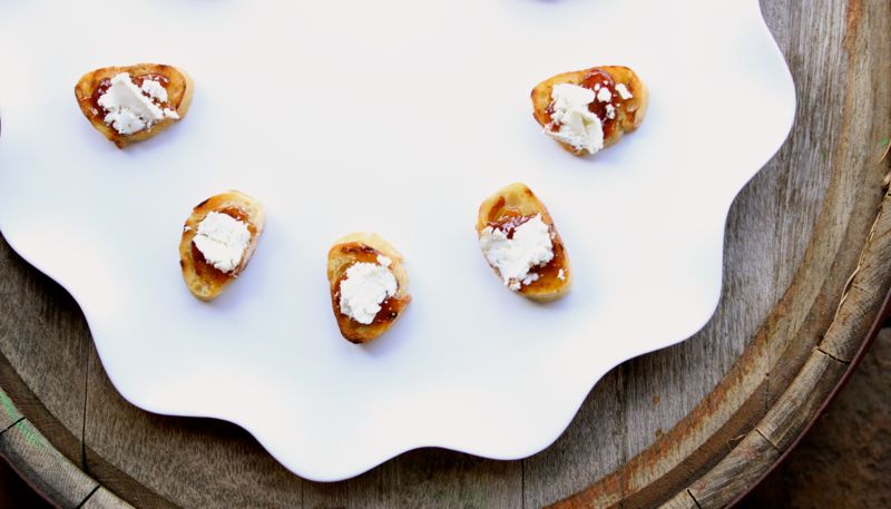 goat cheese-fig-spread-bread-appetizer