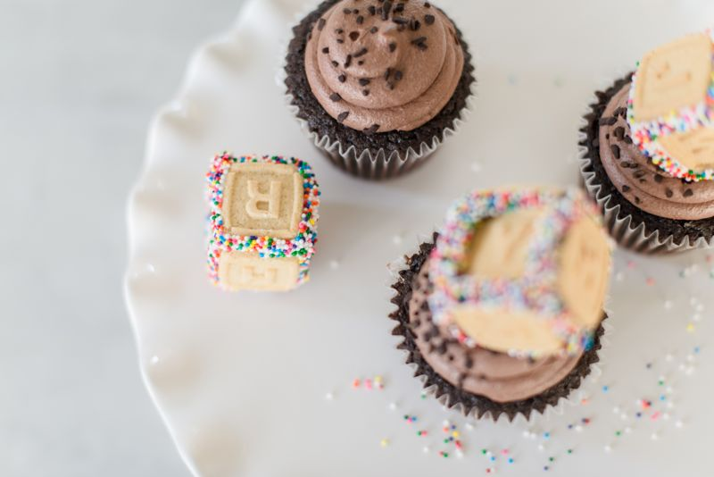 baby-blocks-cupcakes-shower-semi-homemade-abc-sprinkles-frosting