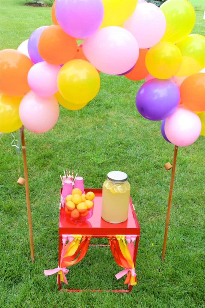 balloon-arch-diy-lemonade-stand-honey-lemon-big-hero-6-party-ribbon
