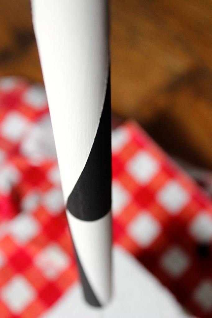 black-white-diy-marshmallow-skewer-smore-diy-roasting-stick