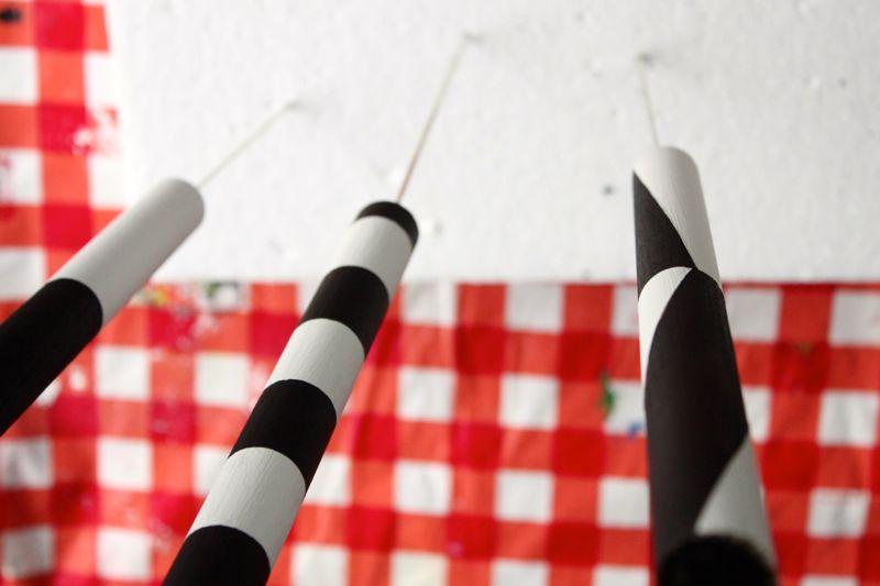 black-and-white-diy-marshmallow-skewer-smore-project