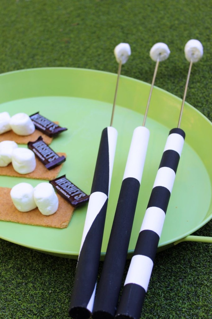 diy-marshmallow-roasting-stick-black-and-white-s'more-chocolate-graham-cracker-diy-smore-stick