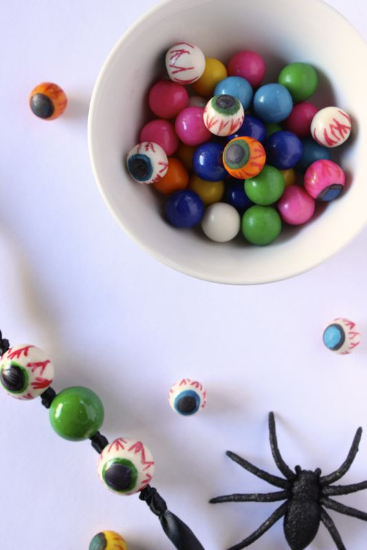 gumball-eye-halloween-spider-diy-necklace