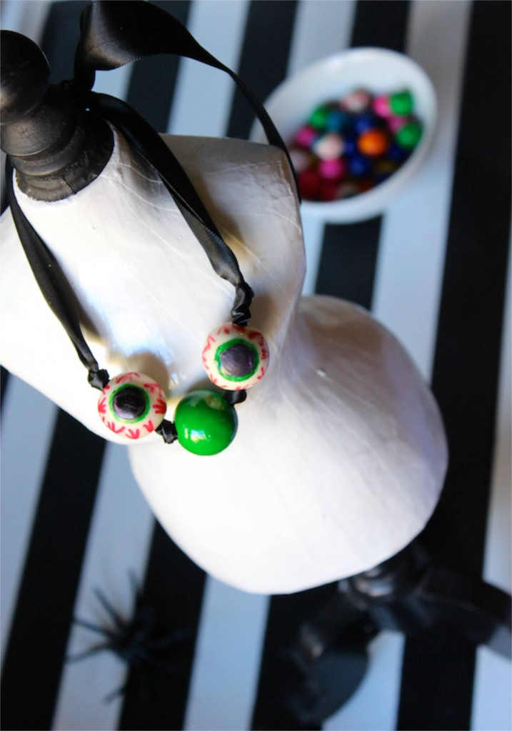 gumball-eye-halloween-spider-diy-necklace-black-white-green-eyeball