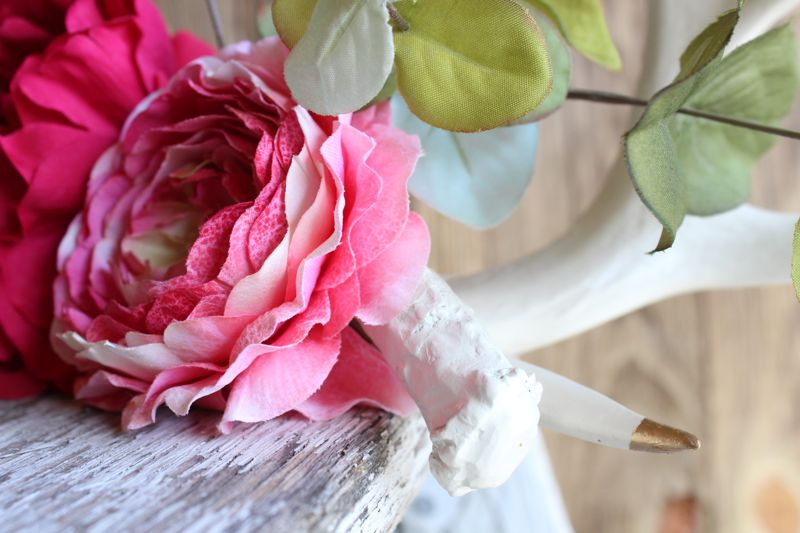 diy-antler-display-white-gold-pink-flowers