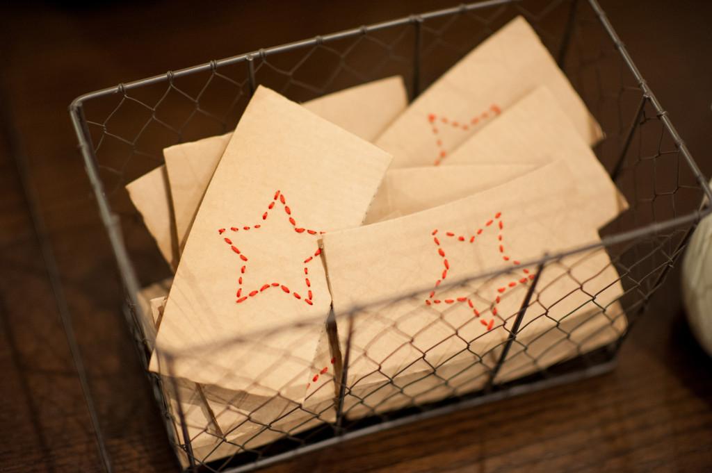 red-coffee-cup-star-coffee-sleeve-holiday-cheer-star