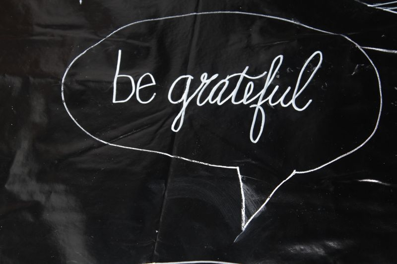 chalkboard-labels-NYE-photo-booth-inspiration-be-grateful