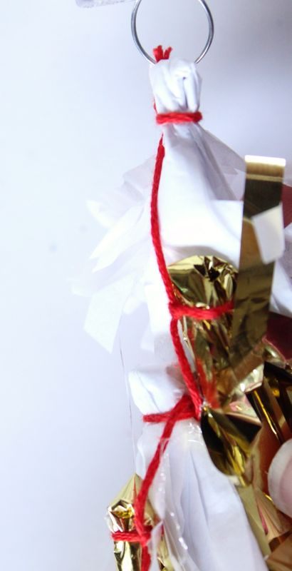 diy-christmas-ornament-merry-and-bright-red-gold-confetti-tassle