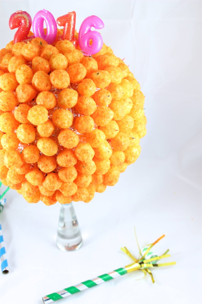 nye-diy-ball-drop-new-years-eve-cheese-ball