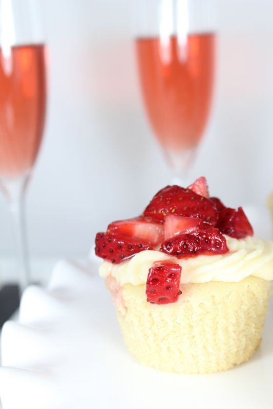 cupcake-cocktail-strawberry-champagne-white-bubbly-dessert