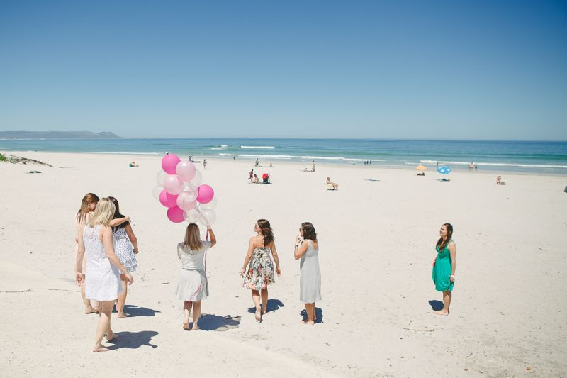 beach-scene-pink-balloons