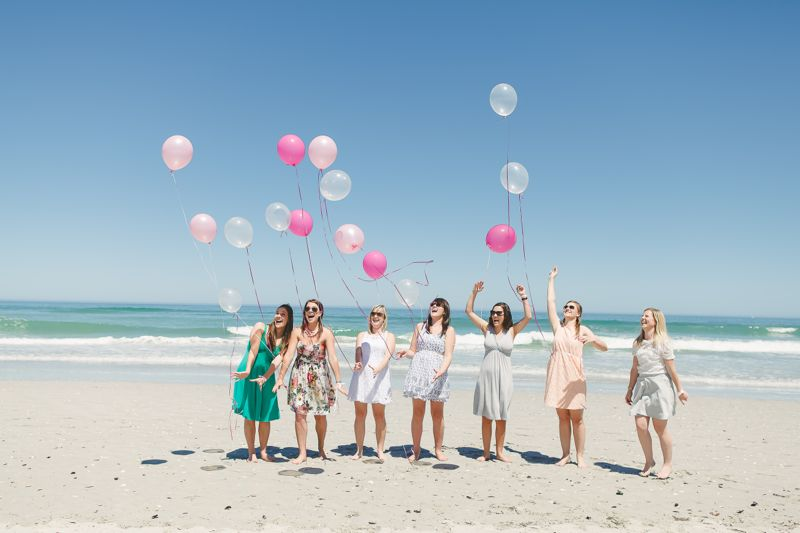 ladies-bachelorette-weekend-beach-pink-balloon-release-linda-fourie-photography