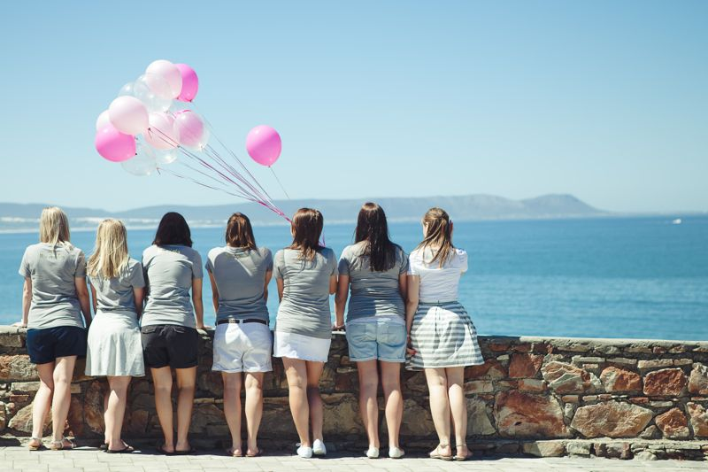 ladies-bachelorette-weekend-beach-pink-balloons-linda-fourie-photography