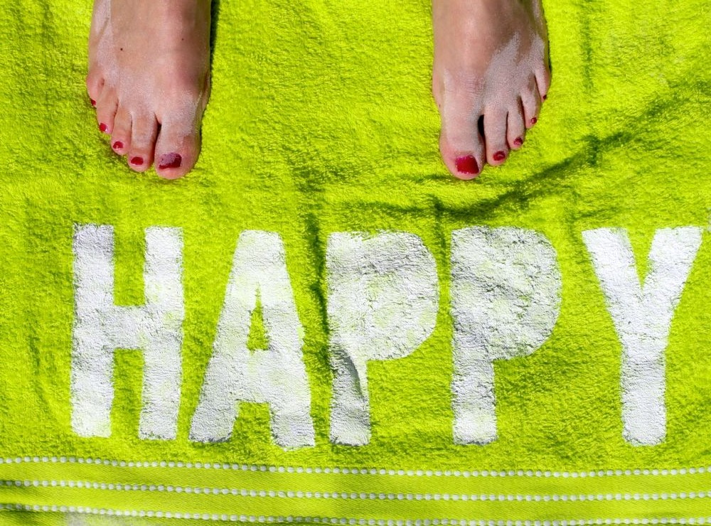 happy-feet-towel-beach-white-green