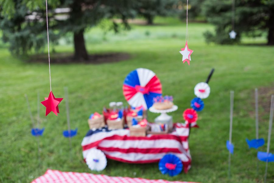 july-4th-red-white-blue-kid-family-picnic-astrobrights-paper-hanging-stars-diy