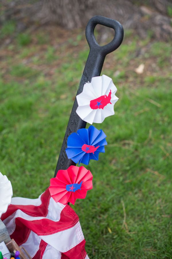 july-4th-red-white-blue-kid-family-picnic-astrobrights-paper-fans-diy