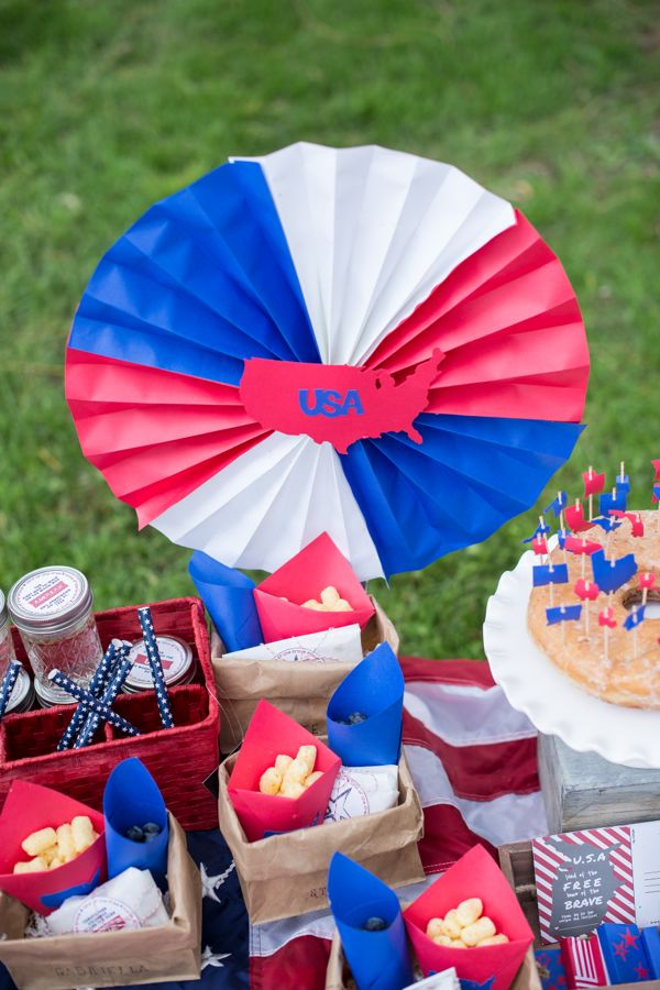 july-4th-red-white-blue-kid-family-picnic-astrobrights-paper-fans-diy-usa