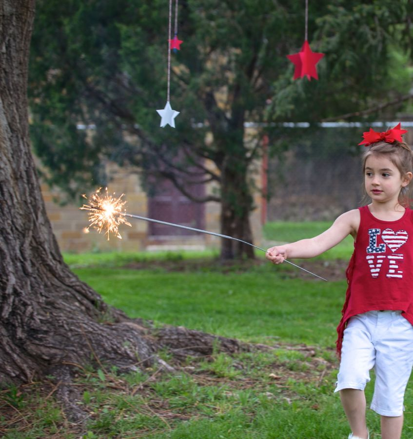 july-4th-red-white-blue-kid-family-picnic-astrobrights-paper-hanging-stars-diy-sparkler