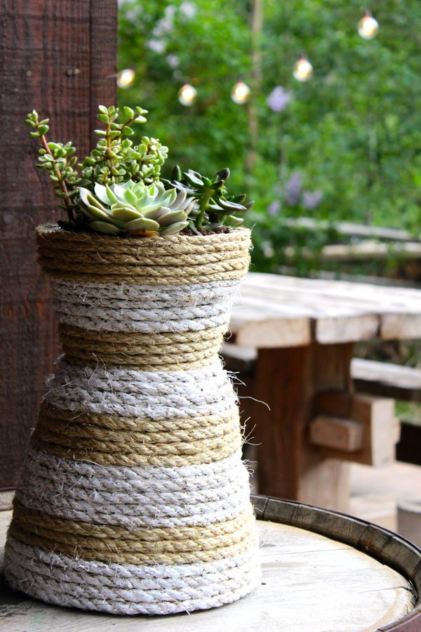 diy-rope-white-stripes-planter-succulents-patio-lights