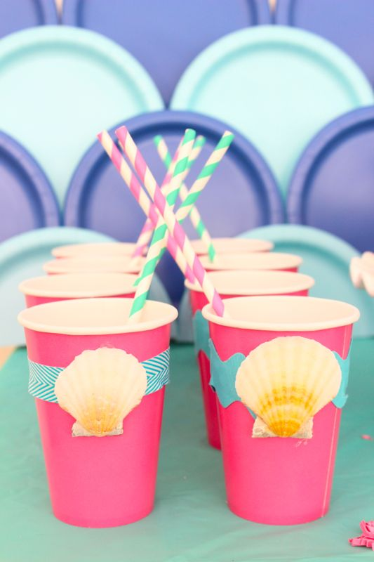 pink-cups-with-shells-striped-straws