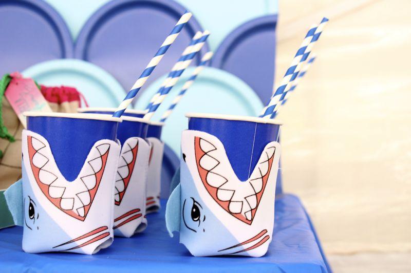 shark-koozie-blue-striped-straws-cups