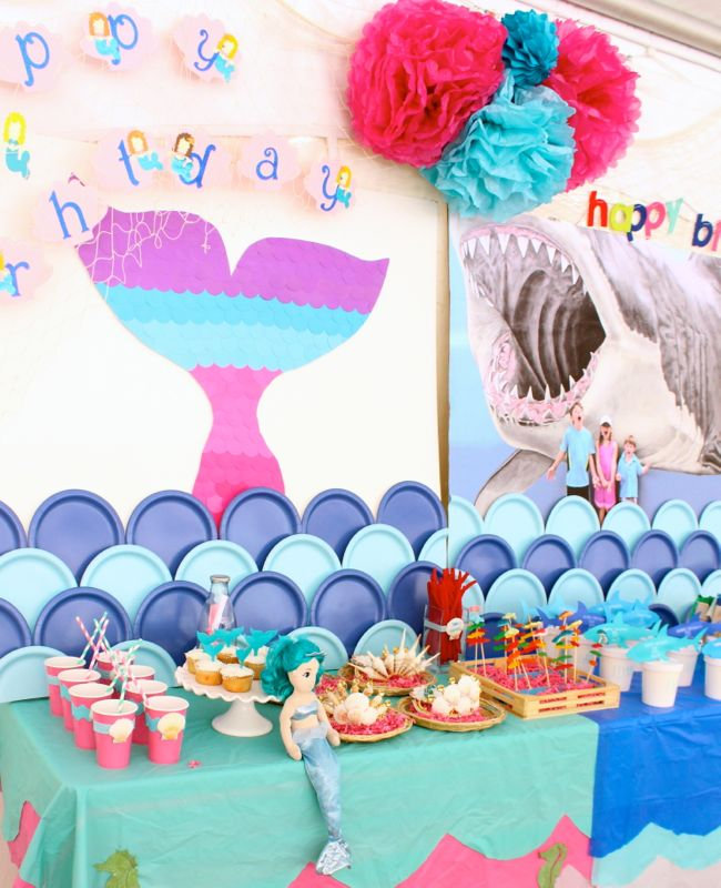 mermaid-birthday-party-coloful-tail