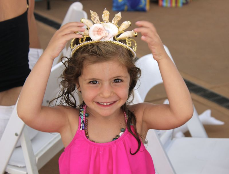 mermaid-party-girl-smiling-diy-crown