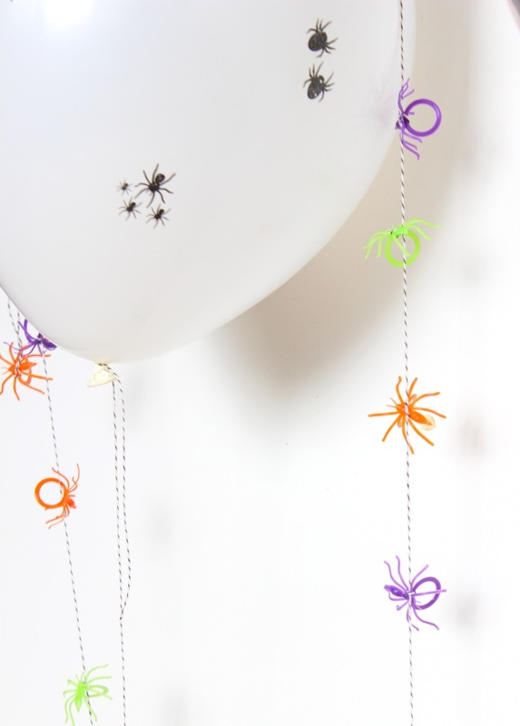 diy-halloween-balloons-with-spider-rings