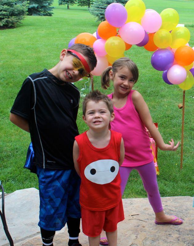 baymax-shirt-big-hero-6-party-balloons