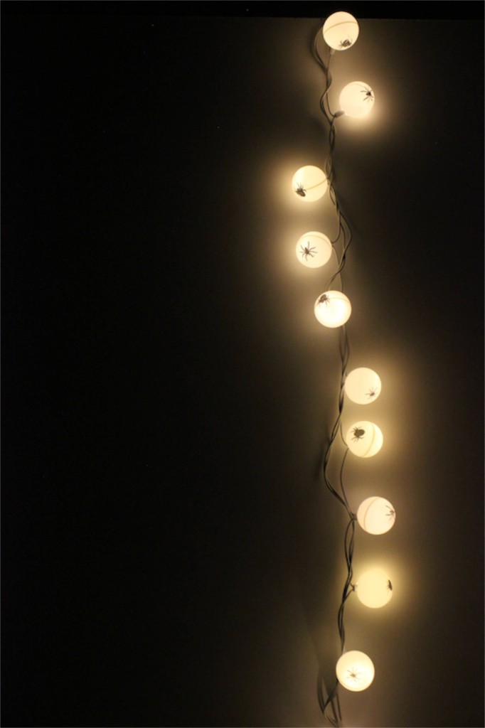 DIY-ping-pong-ball-diy-halloween-lights-spider