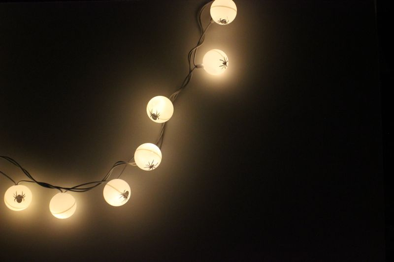 DIY-ping-pong-ball-spider-halloween-lights