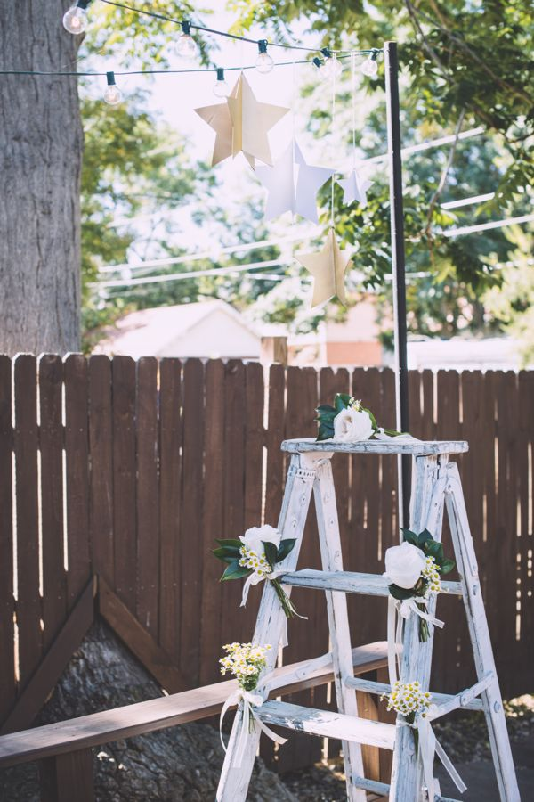 baby-shower-ladder-star-lights-white-gold-flowers