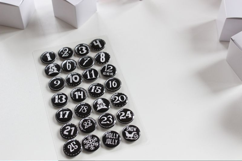 advent-calendar-black-and-white-numbers-pins