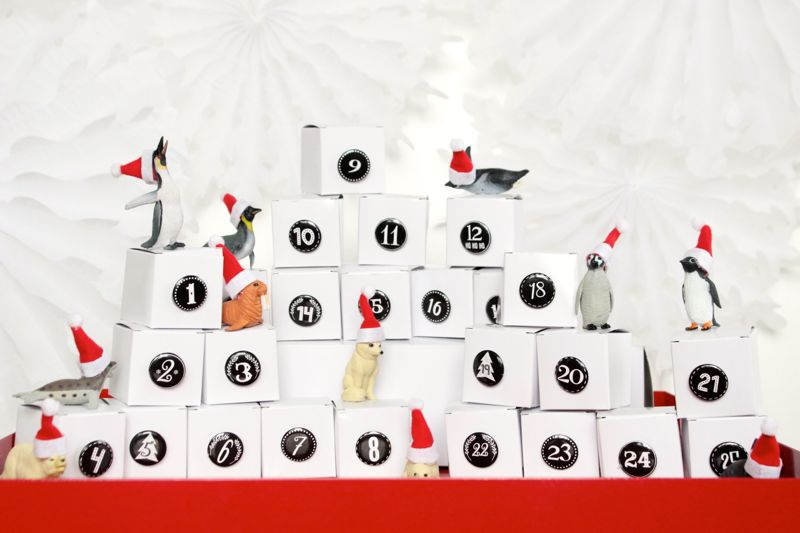 advent-calendar-black-and-white-santa-hats-polar-animals-christmas-diy