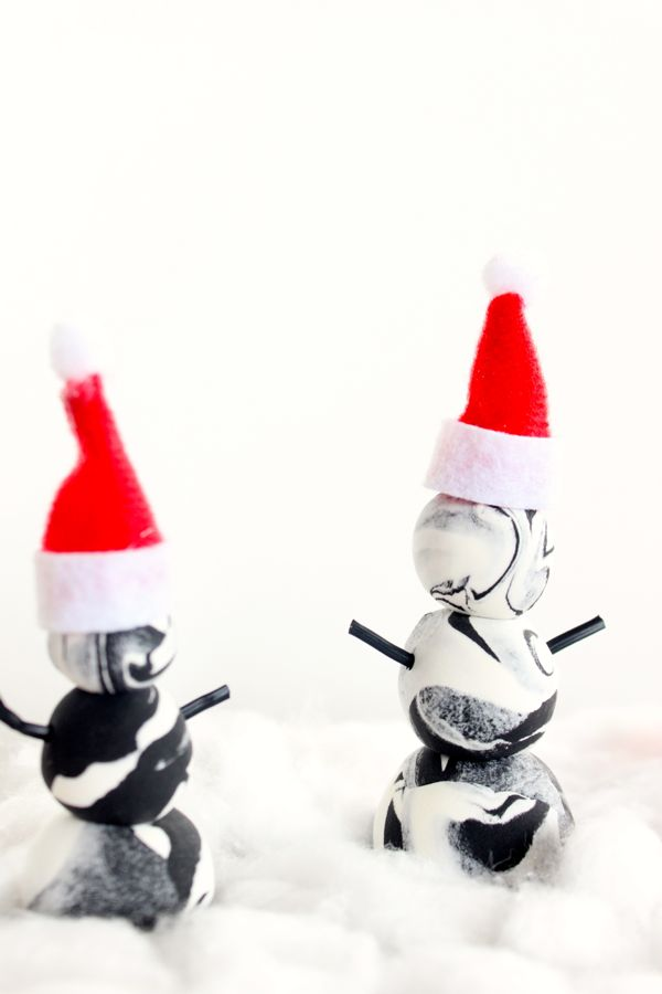 black-and-white-diy-marbled-snowmen-christmas-crafts