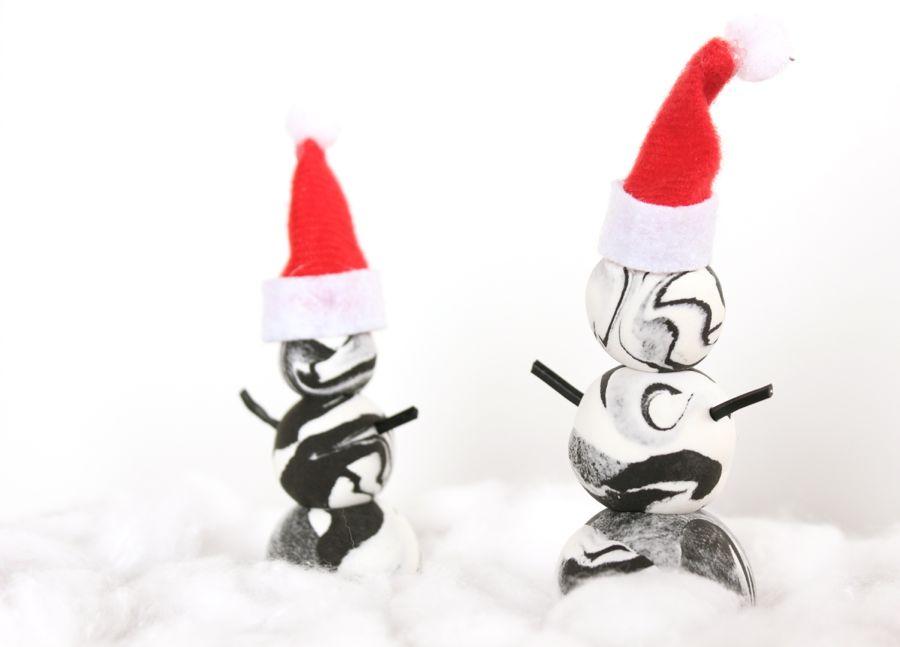 DIY-black-and-white-marbled-snowmen-with-mini-santa-hats