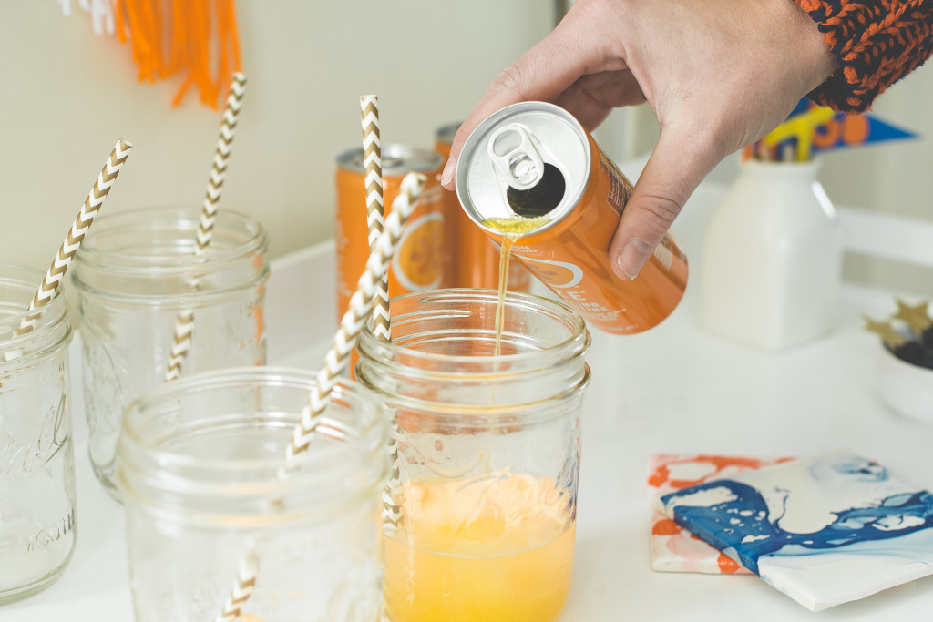 izze-orange-drink-party-cocktail