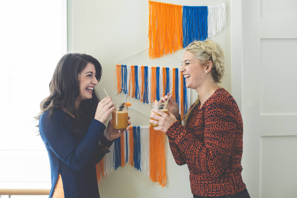 football-party-with-the-ladies-orange-blue-laughing-cocktails-diy-wall-yarn-hangings