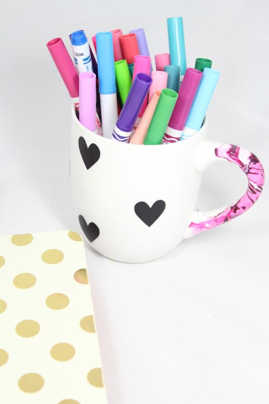diy-black-white-heart-mug-markers-marbled-nail-polish