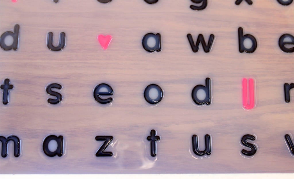 dimensional-magic-project-diy-tray-with-black-letters-typography-i-heart-you-pink-letters