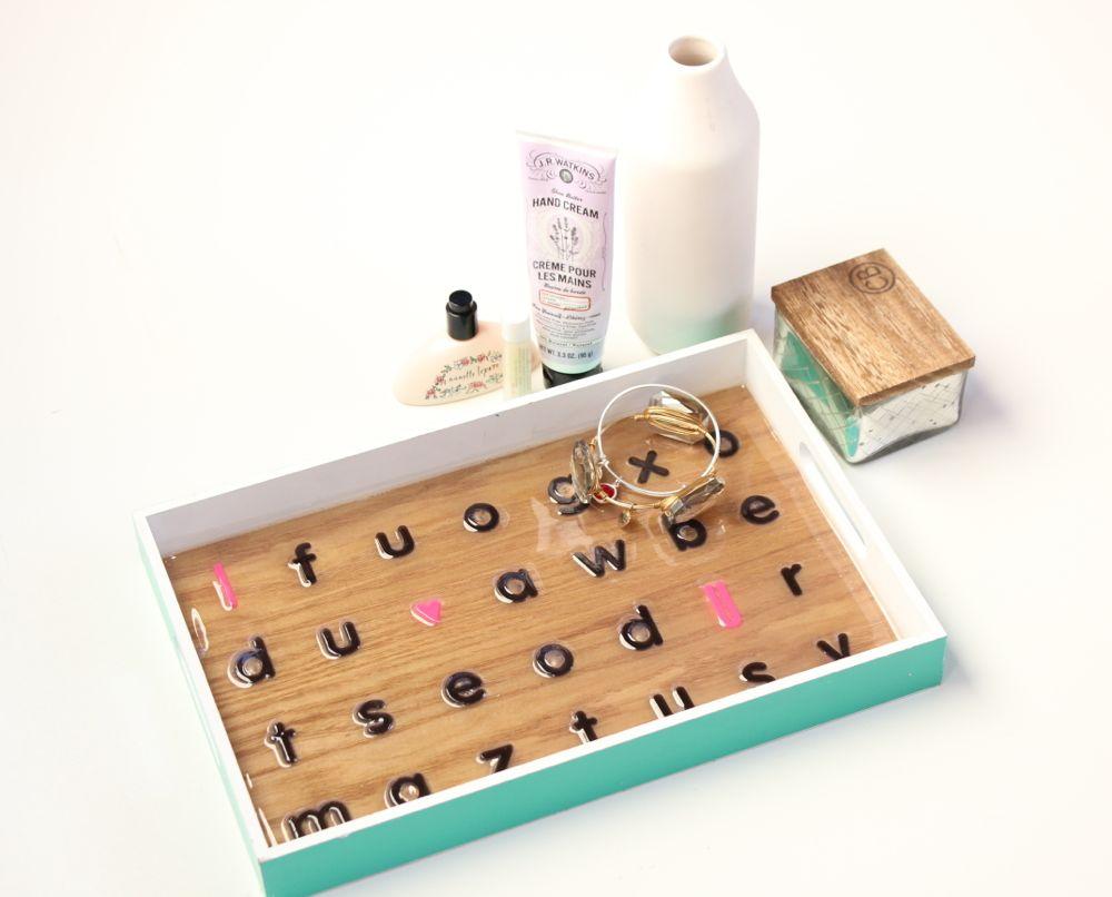 diy-letter-tray-wood-black-letters-pink-i-heart-you-diy-craft